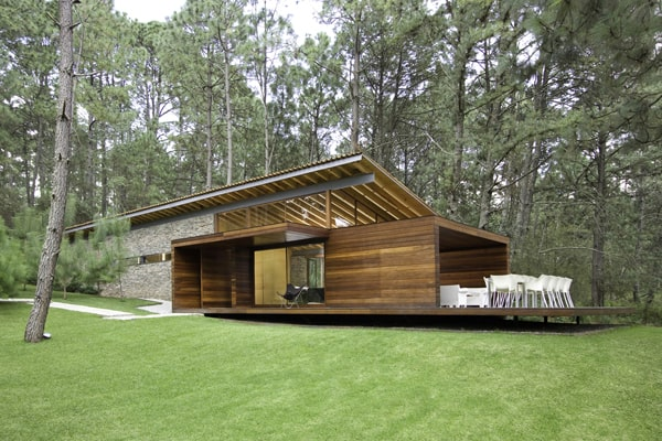 featured posts image for Weekend country house nestled in a forested site in Mexico