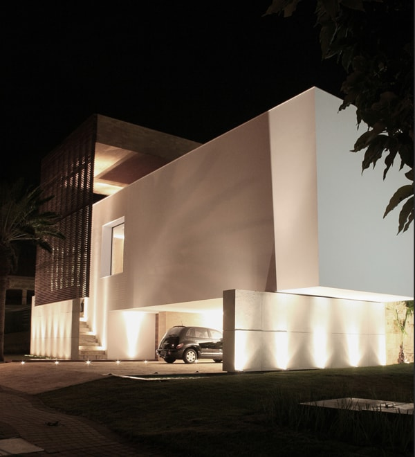 SF House-Studio Guilherme Torres-03-1 Kindesign