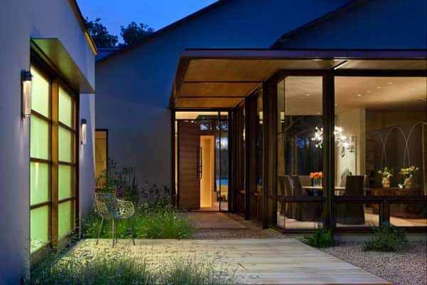 featured posts image for Cove House displays comfort and beauty overlooking Lake Austin