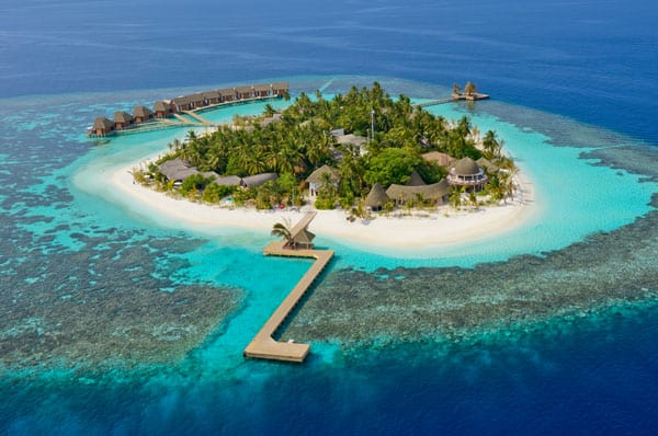 featured posts image for Escape to the luxury resort of Kandolhu Island, Maldives
