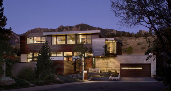 featured posts image for Sustainable Syncline House in a picturesque mountain setting