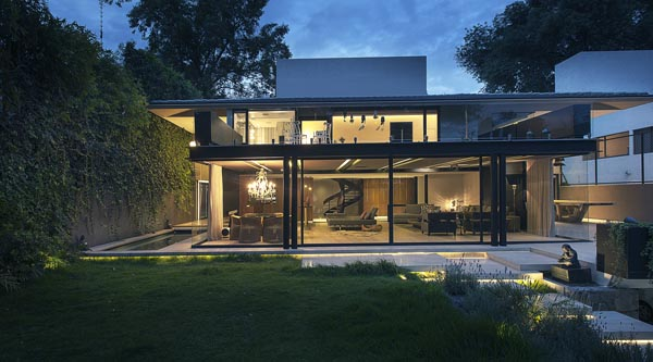 featured posts image for Luminous home surrounded by lush vegetation: Casa Lomas II