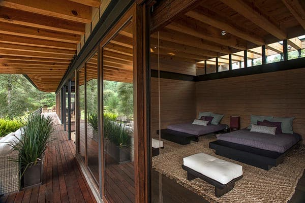 Steel structure floats above surroundings in mexico casa for Alejandro sanchez garcia arquitectos