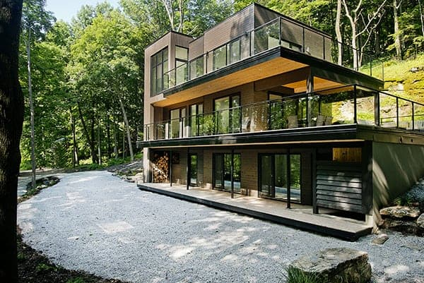 featured posts image for Modern cottage retreat in Quebec on the shores of Lake Champlain