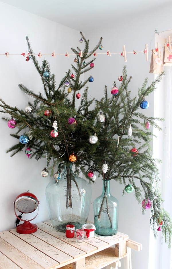 christmas decorating ideas for small spaces 05 1 kindesign - Christmas Decorations For Small Spaces