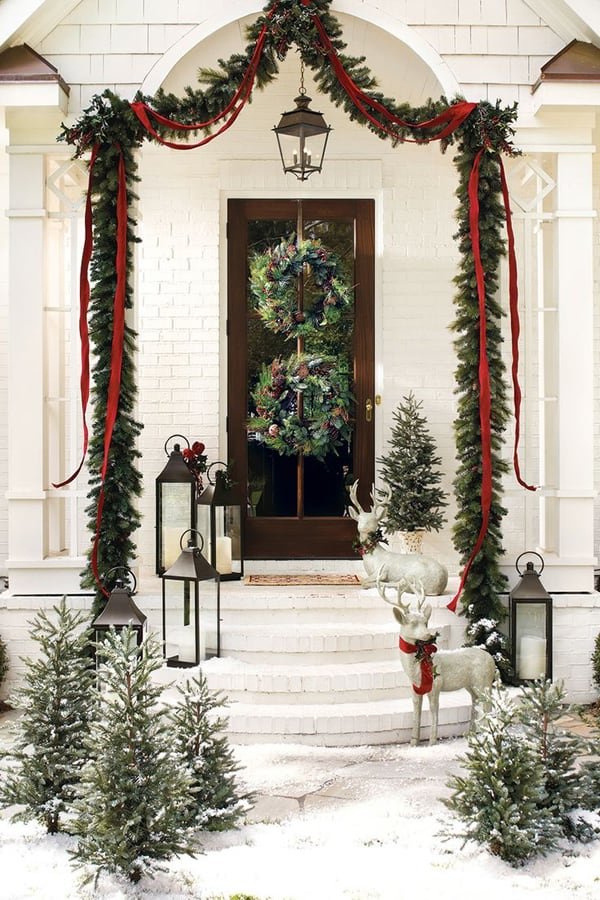 50 fabulous outdoor christmas decorations for a winter for Front yard christmas decorating ideas
