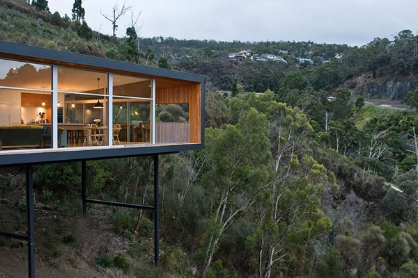 featured posts image for Modern pad floats along sheer slopes in Tasmania: Highway House
