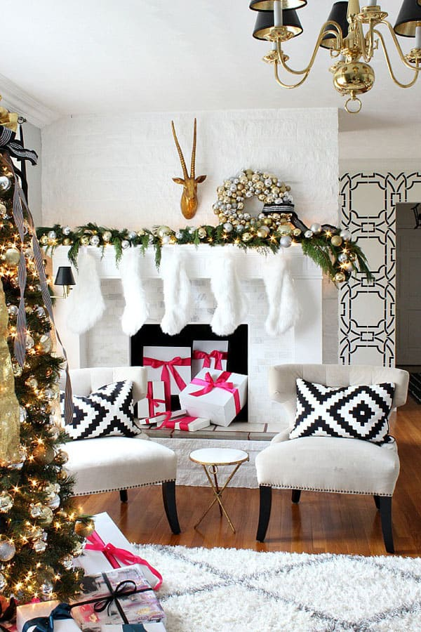 Modern Christmas Decorated Living Rooms-03-1 Kindesign
