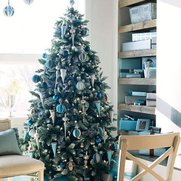 Modern Christmas Decorated Living Rooms-09-1 Kindesign