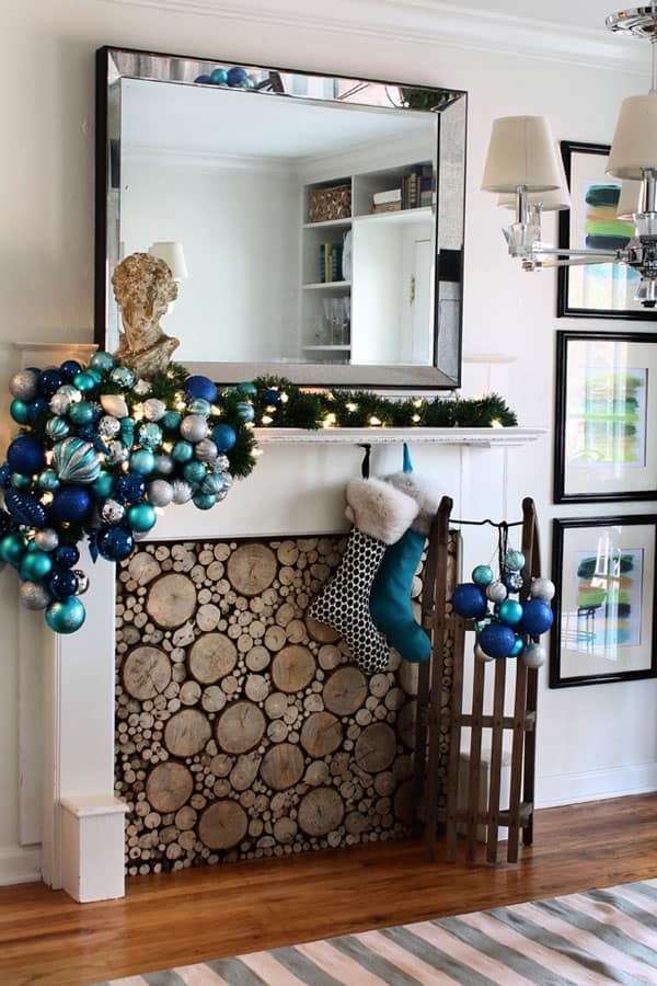 Modern Christmas Decorated Living Rooms-10-1 Kindesign