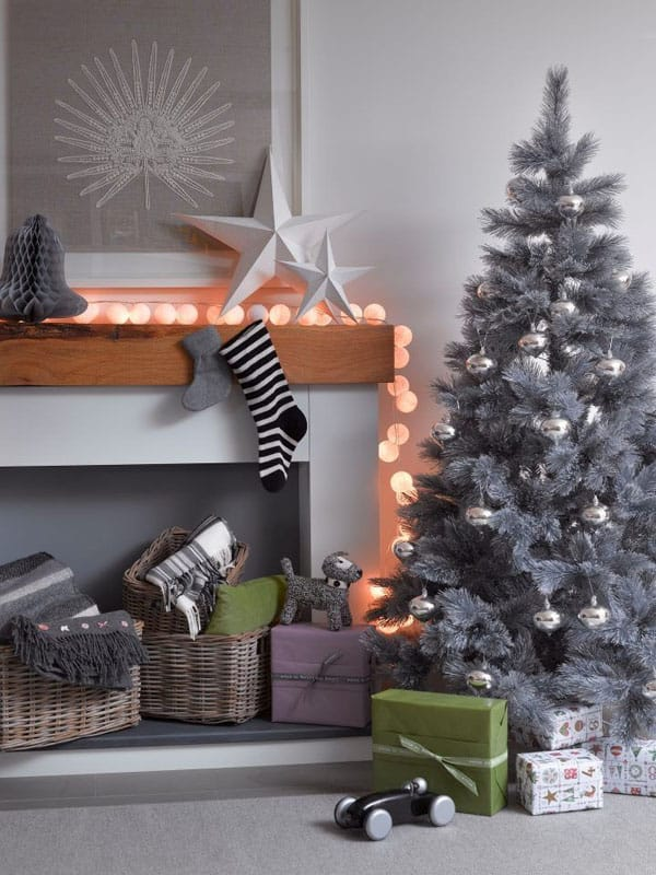 modern christmas decorated living rooms 15 1 kindesign - Modern Contemporary Christmas Decorations