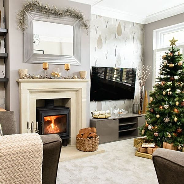 Modern Christmas Decorated Living Rooms-18-1 Kindesign