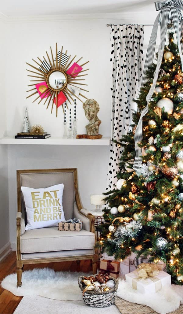 Modern Christmas Decorated Living Rooms-21-1 Kindesign