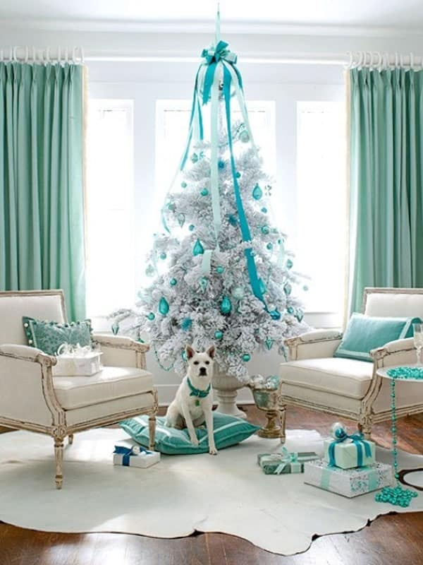 Modern Christmas Decorated Living Rooms-24-1 Kindesign