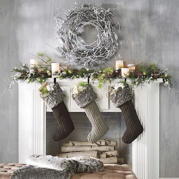 Modern Christmas Decorated Living Rooms-26-1 Kindesign