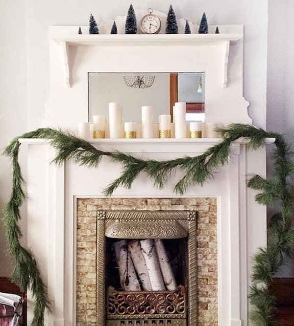 Modern Christmas Decorated Living Rooms-40-1 Kindesign