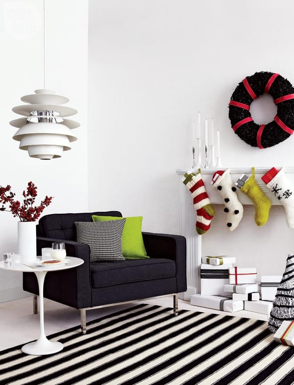 Modern Christmas Decorated Living Rooms-50-1 Kindesign