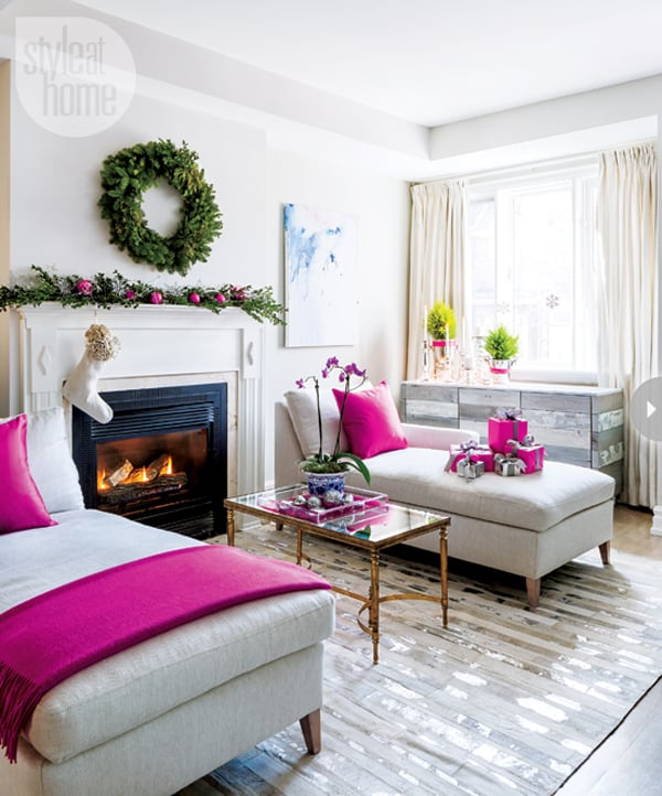 Modern Christmas Decorated Living Rooms-51-1 Kindesign