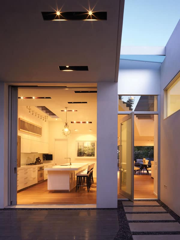 Santa Monica Canyon Residence-Griffin Enright Architects-02-1 Kindesign