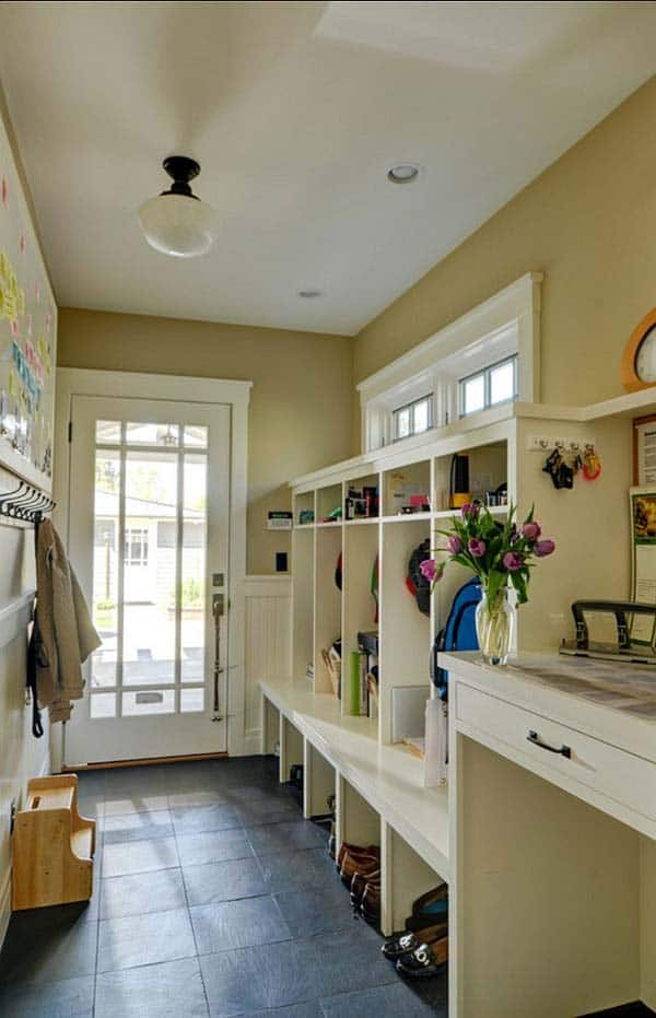 Mudroom Entry Design Ideas-05-1 Kindesign