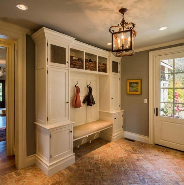 Mudroom Entry Design Ideas-08-1 Kindesign