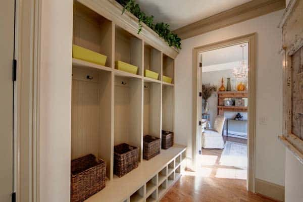 Mudroom Entry Design Ideas-17-1 Kindesign