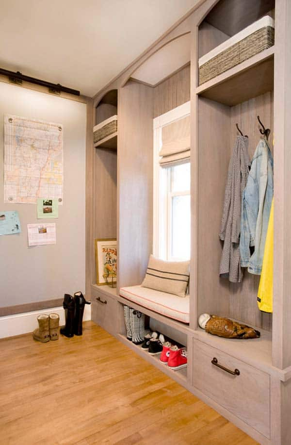 Mudroom Entry Design Ideas-22-1 Kindesign