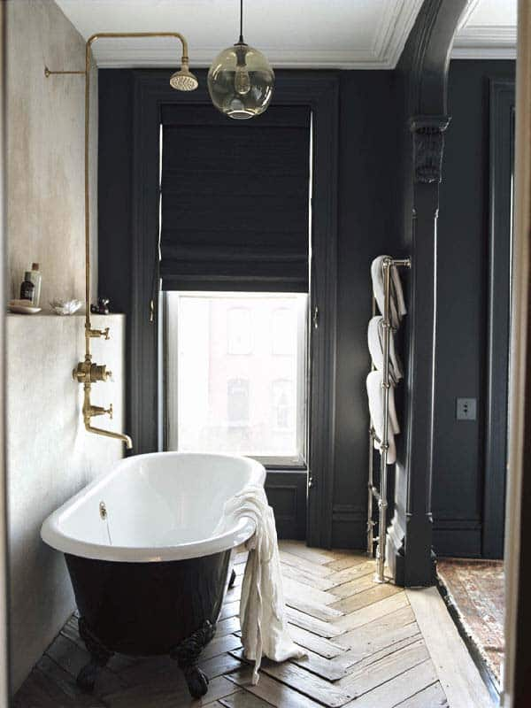 Dark and Moody Bathrooms-16-1 Kindesign