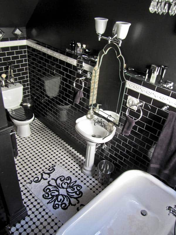 Dark and Moody Bathrooms-23-1 Kindesign