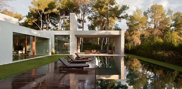 featured posts image for Solidifying a home's connection to nature in Spain: El Bosque House