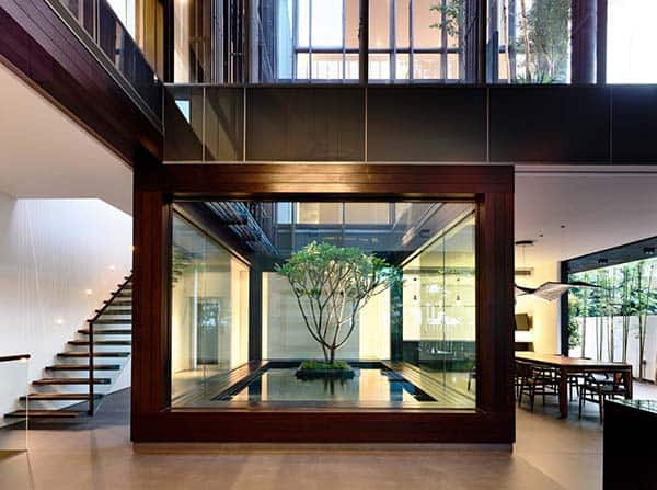 featured posts image for Stunning home in Singapore wrapped around central courtyard