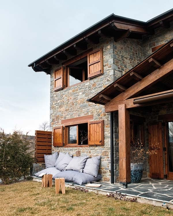 featured posts image for Warm mountain house blending rustic and modern in Spain