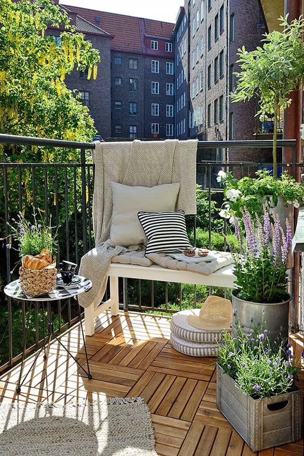 Relaxing Outdoor Living Spaces-15-1 Kindesign