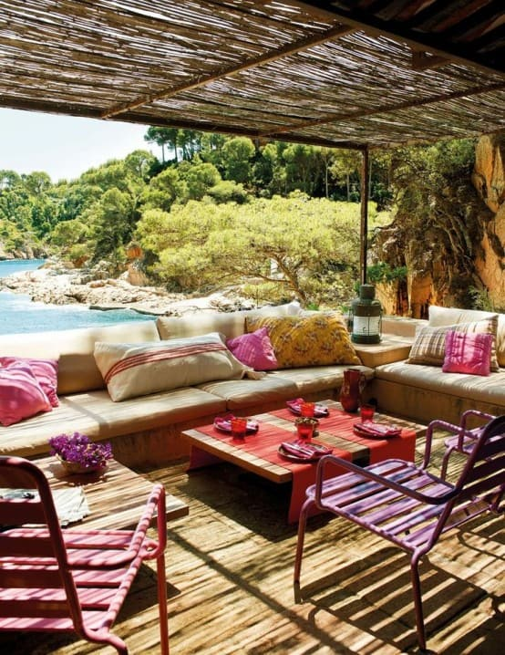 Relaxing Outdoor Living Spaces-16-1 Kindesign