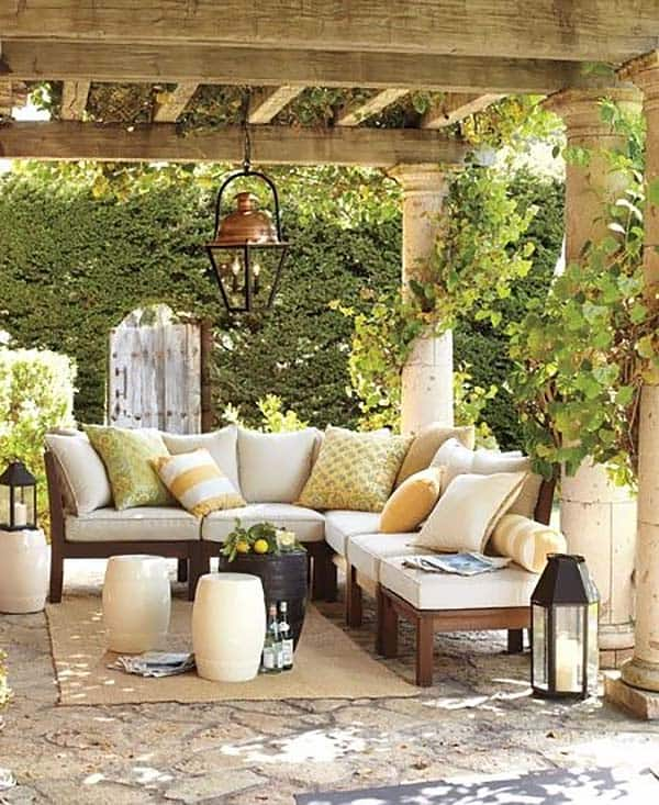 Relaxing Outdoor Living Spaces-42-1 Kindesign