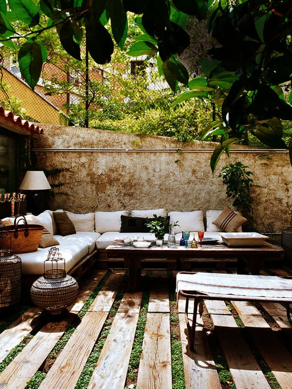 Relaxing Outdoor Living Spaces-49-1 Kindesign