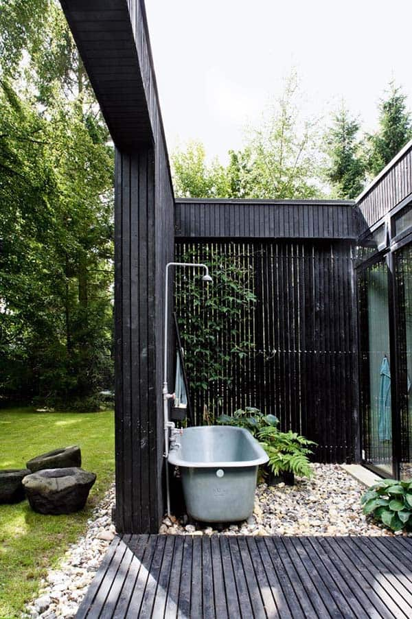 Awesome Outdoor Bathrooms-07-1 Kindesign