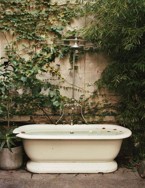 Awesome Outdoor Bathrooms-40-1 Kindesign