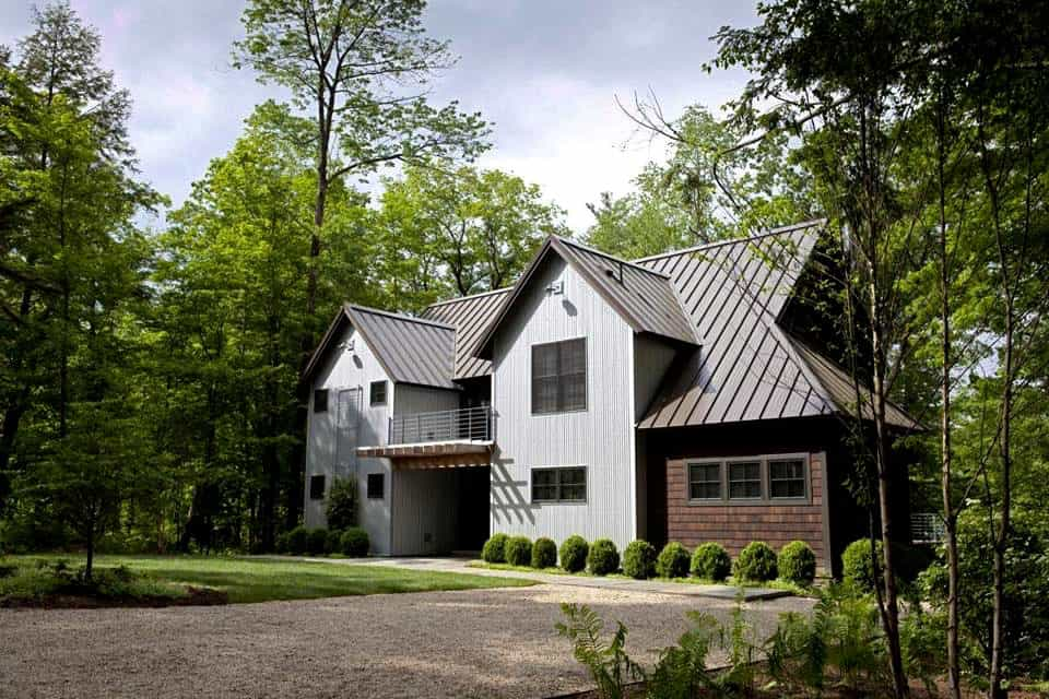 charming-barn-style-home-exterior