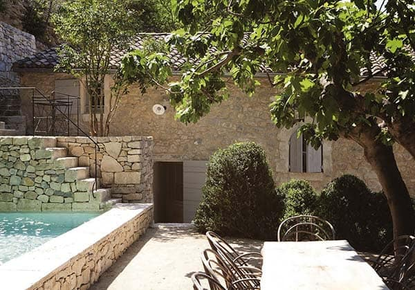 featured posts image for Breathtaking renovation of a stone family house in Provence