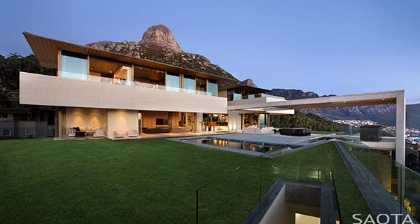 featured posts image for Spectacular Cape Town home with expansive mountain and sea views