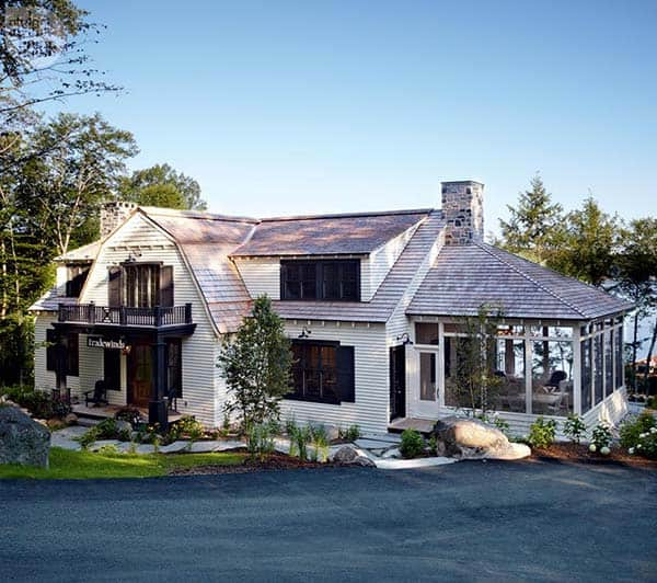 featured posts image for Mesmerizing Nantucket-inspired coastal cottage on Lake Rosseau