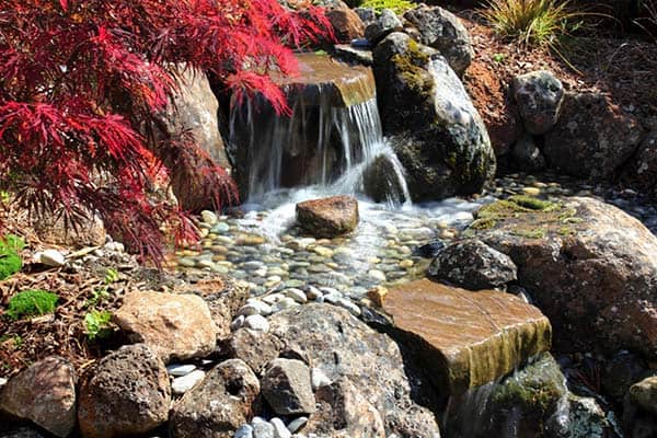 Tranquil Backyard Waterfalls-02-1 Kindesign