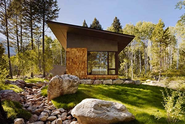featured posts image for Living in the woods: Cozy guest house in Wyoming