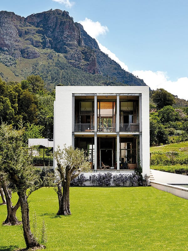 featured posts image for Modern cube house with majestic mountain views in South Africa
