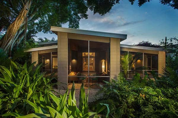 featured posts image for Exceptional overhaul of a mid-century modern property in Florida