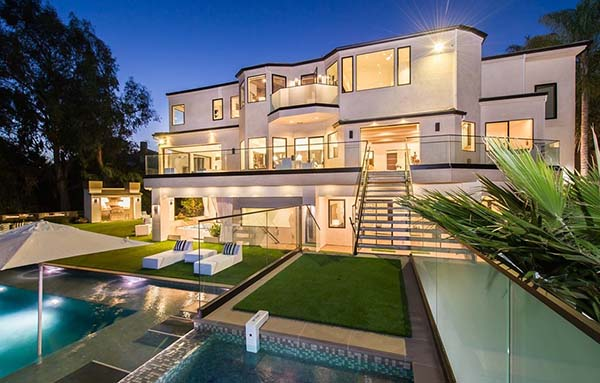 featured posts image for Extravagant estate boasts luxury living in Brentwood, California