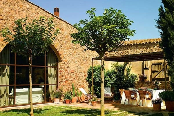 featured posts image for Charming old barn transformed into a refuge in the Empordà