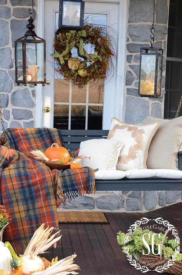 Fall-Inspired-Front-Porch-Decorating-21-1 Kindesign