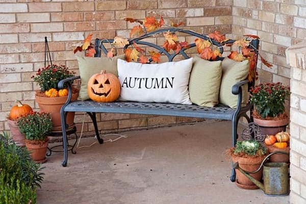 Fall-Inspired-Front-Porch-Decorating-24-1 Kindesign
